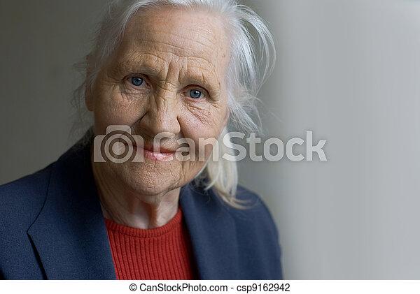 senhora, idoso - csp9162942