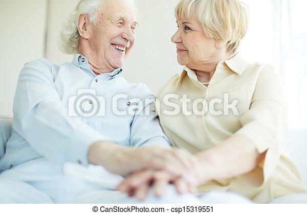 senior összekapcsol - csp15319551