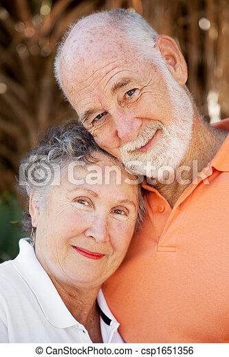 senior koppel, hartelijk - csp1651356