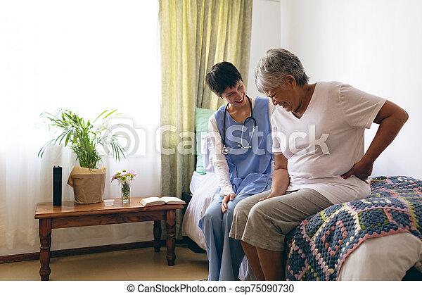 senior, samiczy doktor, interacting, pacjent - csp75090730