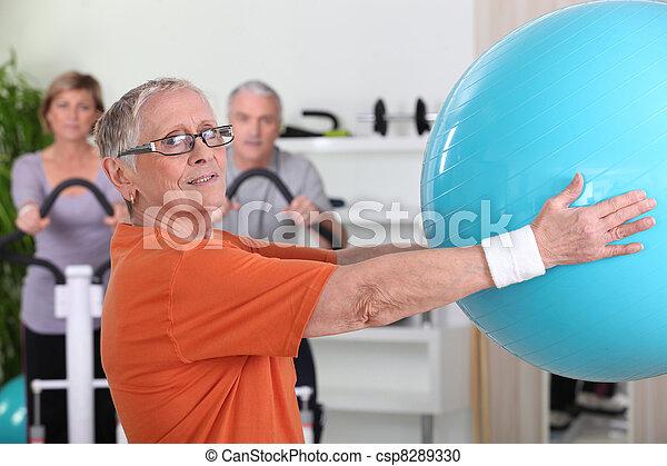 Senior woman lifting fitness balloon - csp8289330