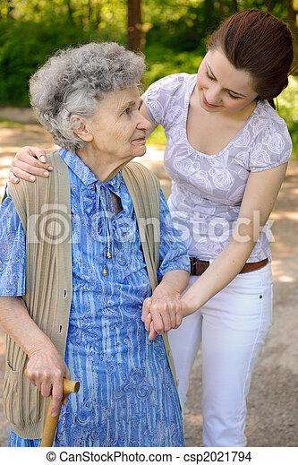 senior woman, szabadban - csp2021794