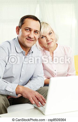 seniors, boldog - csp8509364