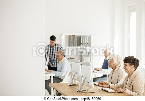 seniors, számítógépek, dolgozó - csp48150060
