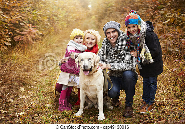 sentier, forêt, portrait famille - csp49130016