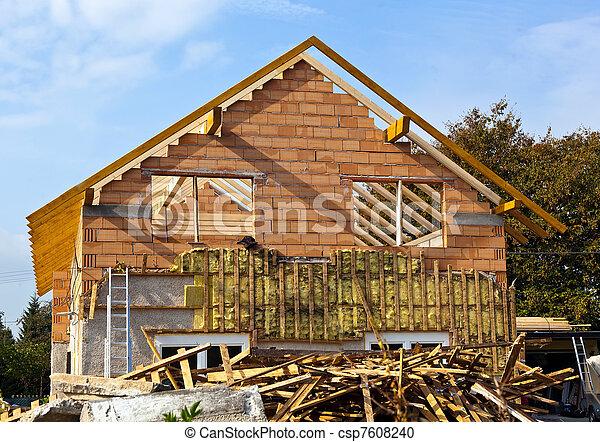 La casa vieja está siendo remodelada - csp7608240