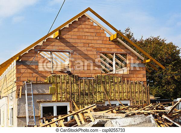 La casa vieja está siendo remodelada - csp9255733