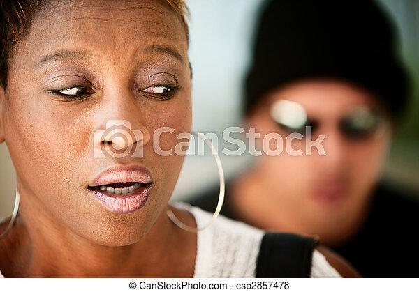 Una mujer siendo acechada - csp2857478