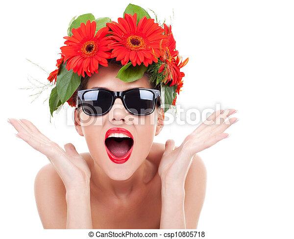 Una joven con una corona de flores excitada - csp10805718