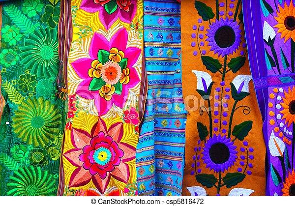 Tela colorida de serape mexicano hecha a mano - csp5816472