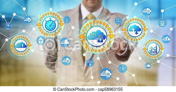 El proveedor de servicios activa contenedores de nubes - csp58963155