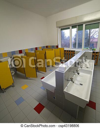 Servicios, cuarto de baño, dentro, escuela, guardería infantil ...