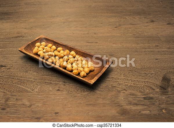 Servierplatte Holz Hintergrund Haselnusskern