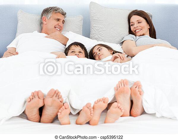 seu, baixo, mentindo, cama, família - csp5395122