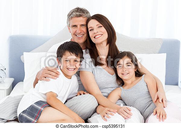 seu, cama, família, mentindo - csp5395131