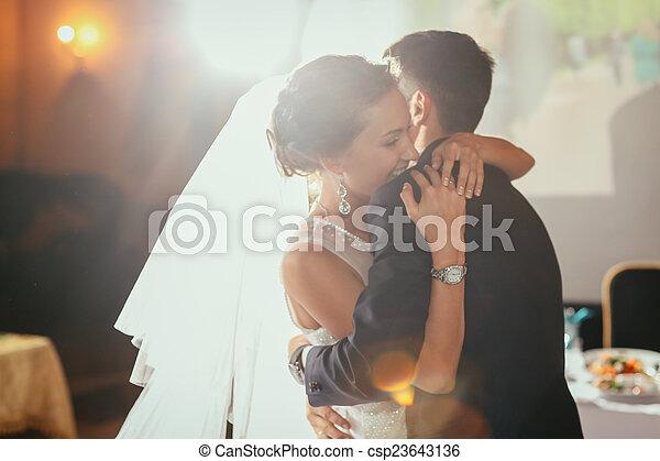 seu, casório, noivo, feliz, noiva - csp23643136