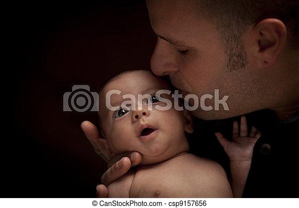 seu, pai, jovem, recem nascido, raça misturada, prendendo bebê - csp9157656