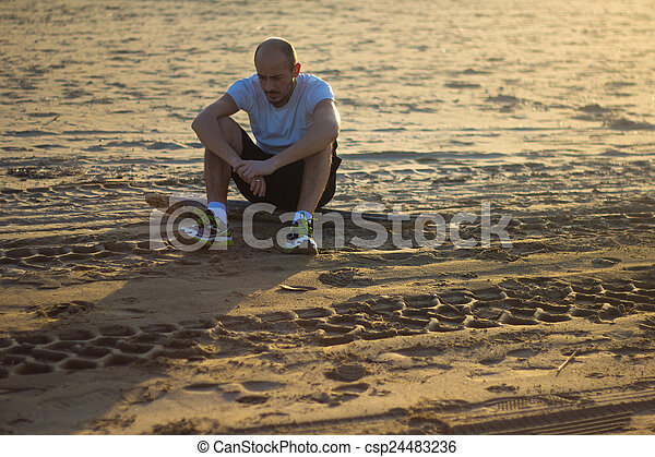 Célèbre Photos de stock de seul, homme, triste - seul, homme, plage  DG37
