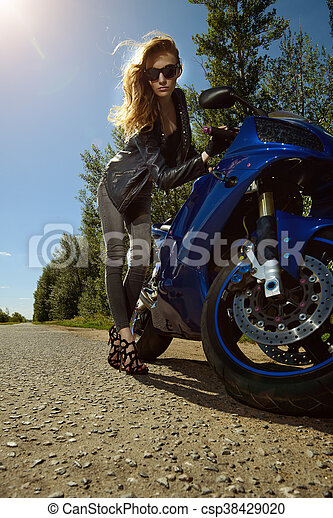 Motorradfahrerin sexy Fraukes