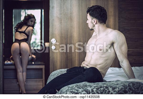 Бесстыжая девушка любит классический и групповой секс  417057