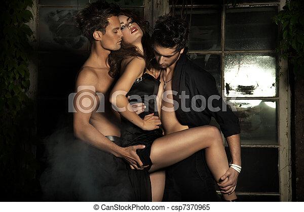 sexy, femme, deux hommes - csp7370965