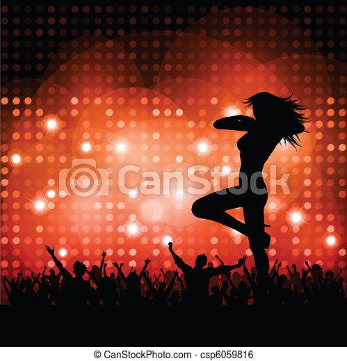 Mujer sexy con multitud - csp6059816