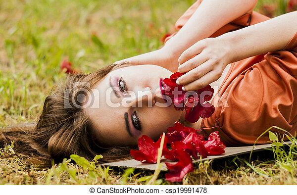 Sexy Model lying on grass - csp19991478