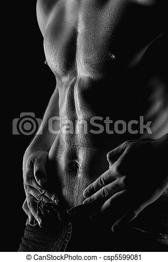 Sexy muscular naked man with water drops on stomach - csp5599081