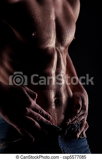 Sexy muscular naked man with water drops on stomach - csp5577085