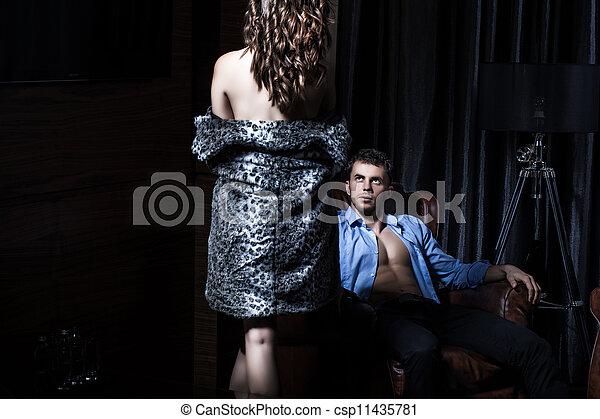 Sexy Paar im Schlafzimmer - csp11435781