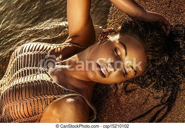 sexy, plage., brunette, dame, mensonge - csp15210102