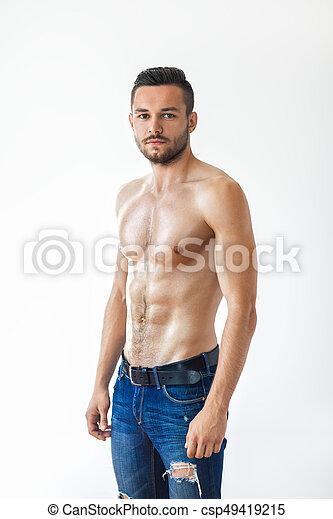 Retrato de un hombre musculoso sexy sin camisa - csp49419215