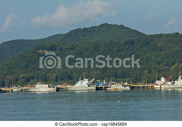 Ship in industrial port - csp16845684