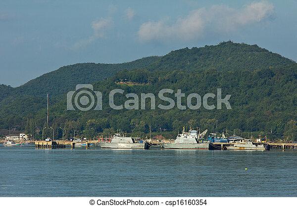 Ship in industrial port - csp16160354