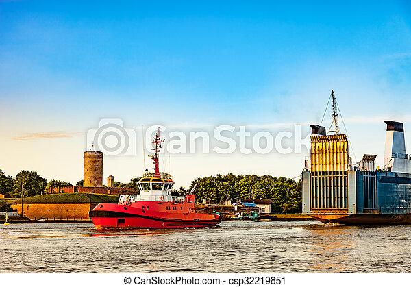 Ship in port - csp32219851