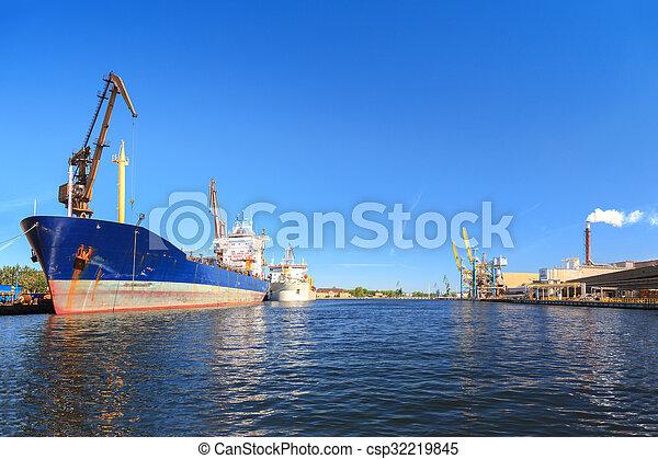 Ship in port - csp32219845