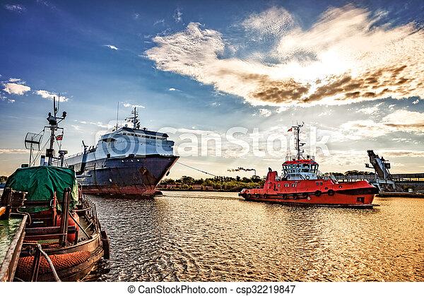 Ship in port - csp32219847