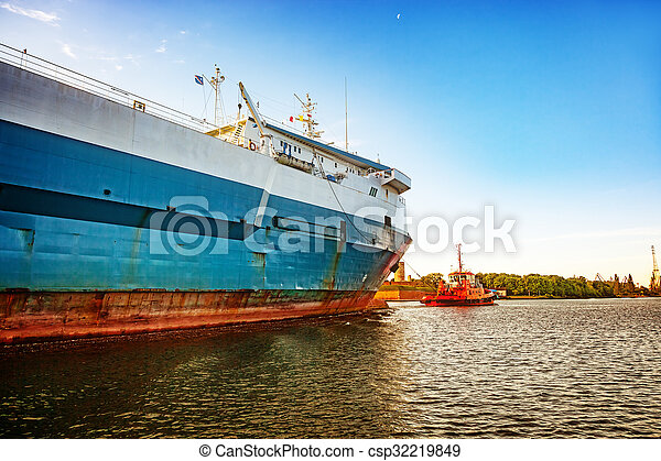 Ship in port - csp32219849