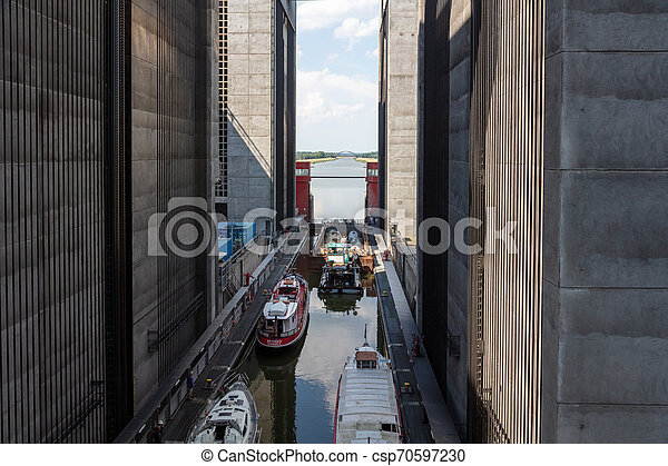 ship's, 38, schiffe, aufzug, haben, zählewerke, gigantisch, überwinden - csp70597230