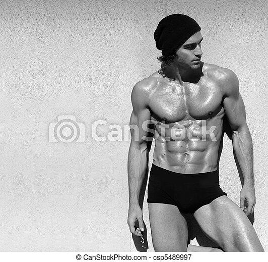 Shirtless male model - csp5489997
