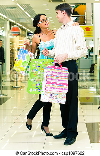 Shopping couple - csp1097622