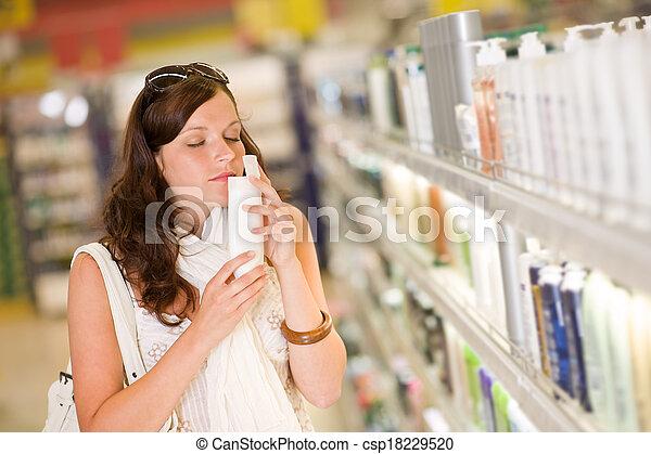 shopping mulher, shampoo, -, cosméticos, cheirando - csp18229520