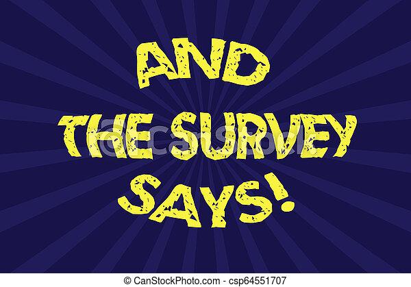 La nota de escritura muestra y la encuesta dice. La foto de negocios muestra resultados de las encuestas que muestran retroalimentación de media explosión de rayos solares para el cartel de anuncio. - csp64551707