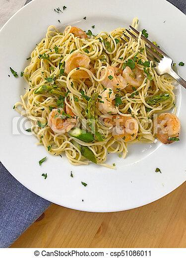 Shrimp pasta with asparagus - csp51086011