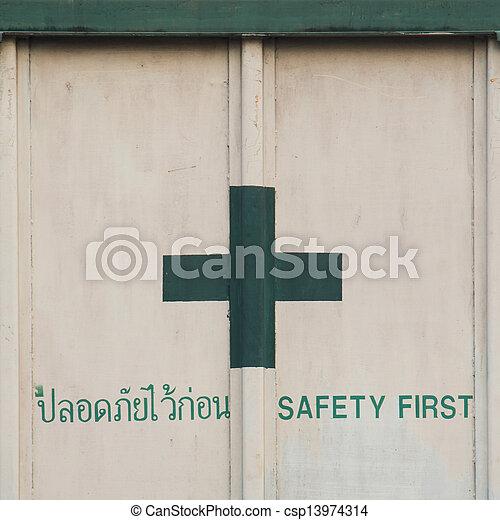Sicherheit zuerst - csp13974314