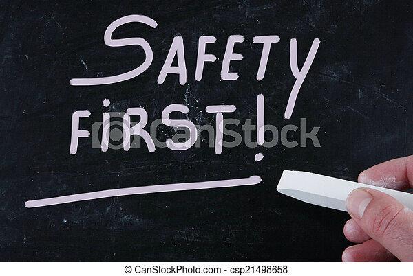 Sicherheit zuerst - csp21498658