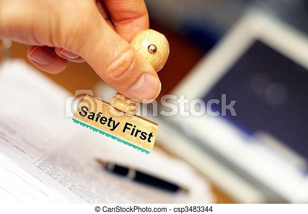 sicherheit zuerst - csp3483344