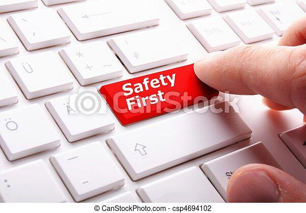 Sicherheit zuerst - csp4694102