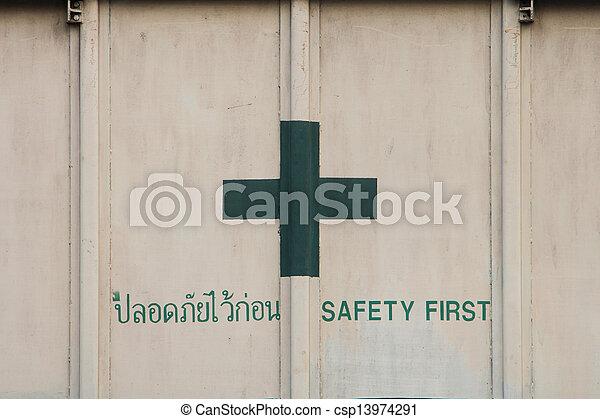 Sicherheit zuerst - csp13974291