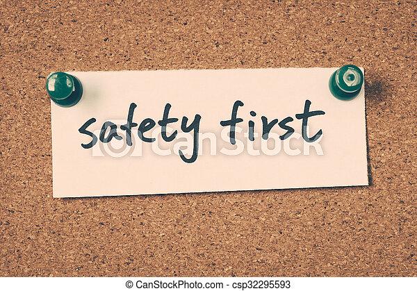 sicherheit zuerst - csp32295593